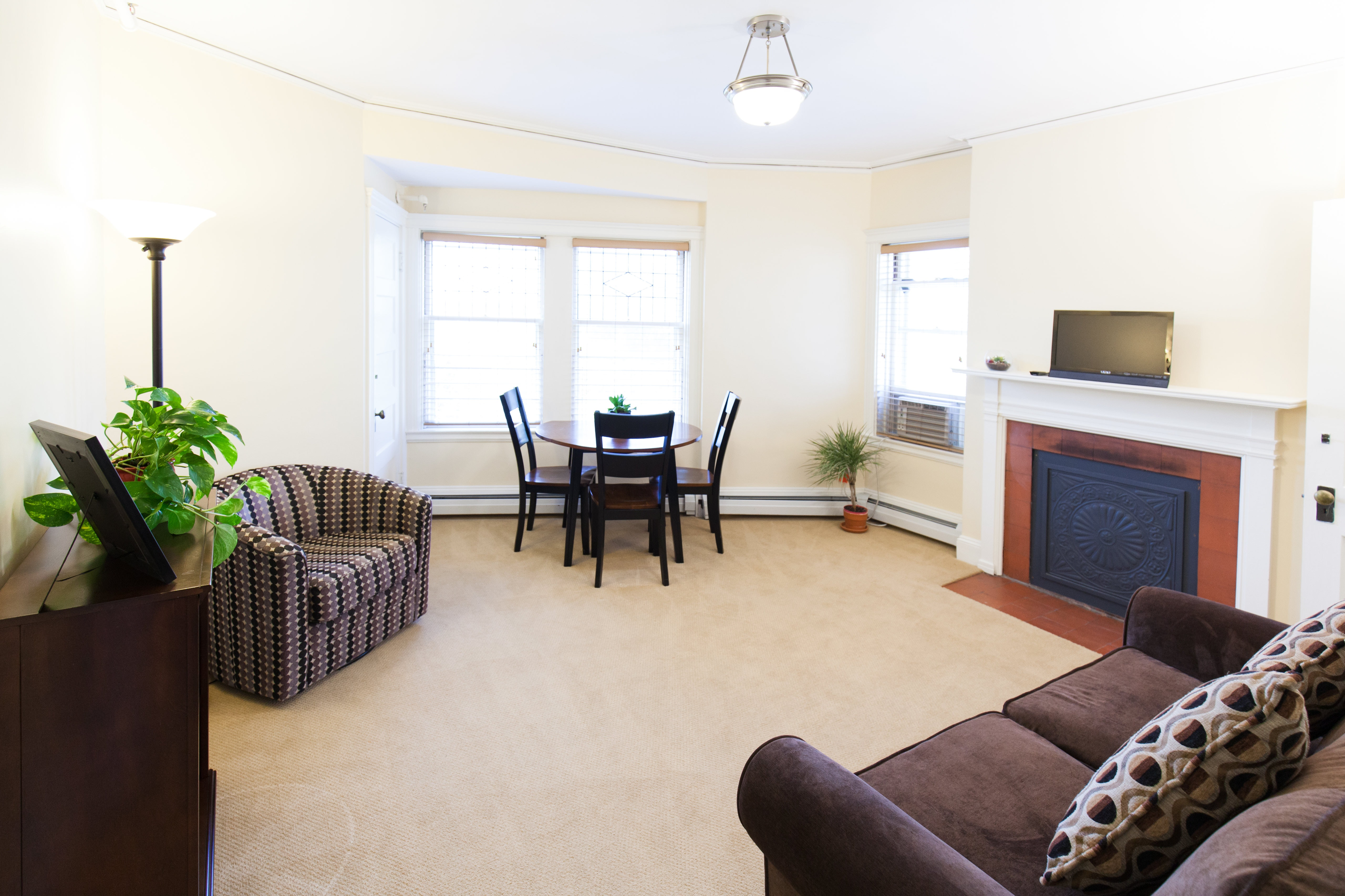 Living room of 83 Brattle Street two bedroom apartment with furnishings