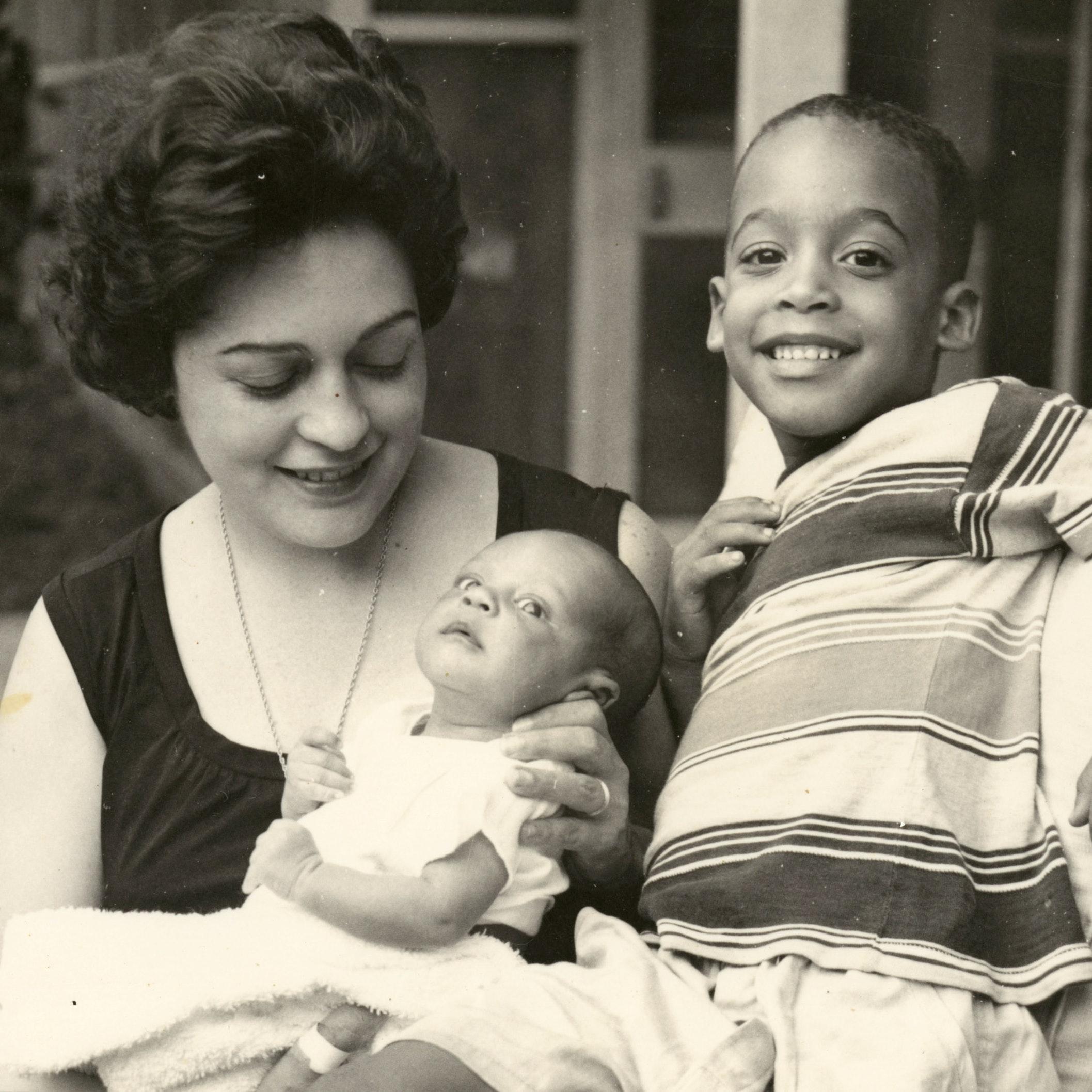 Ana Livia Cordero with children