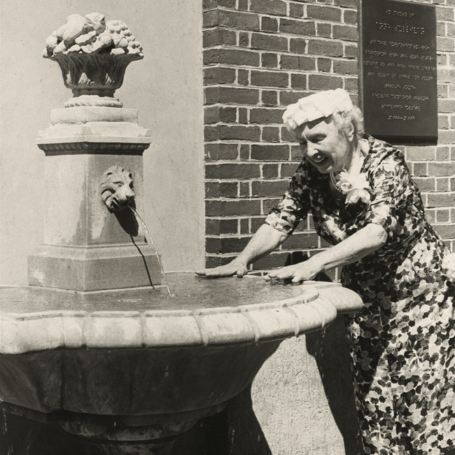 Helen Keller at the dedication of the Annie Sullivan memorial fountain