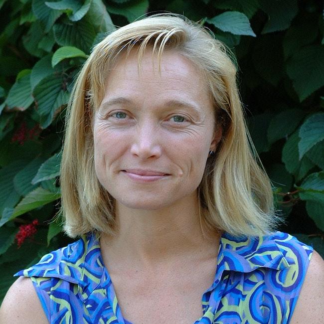 Headshot of Tamara Loos