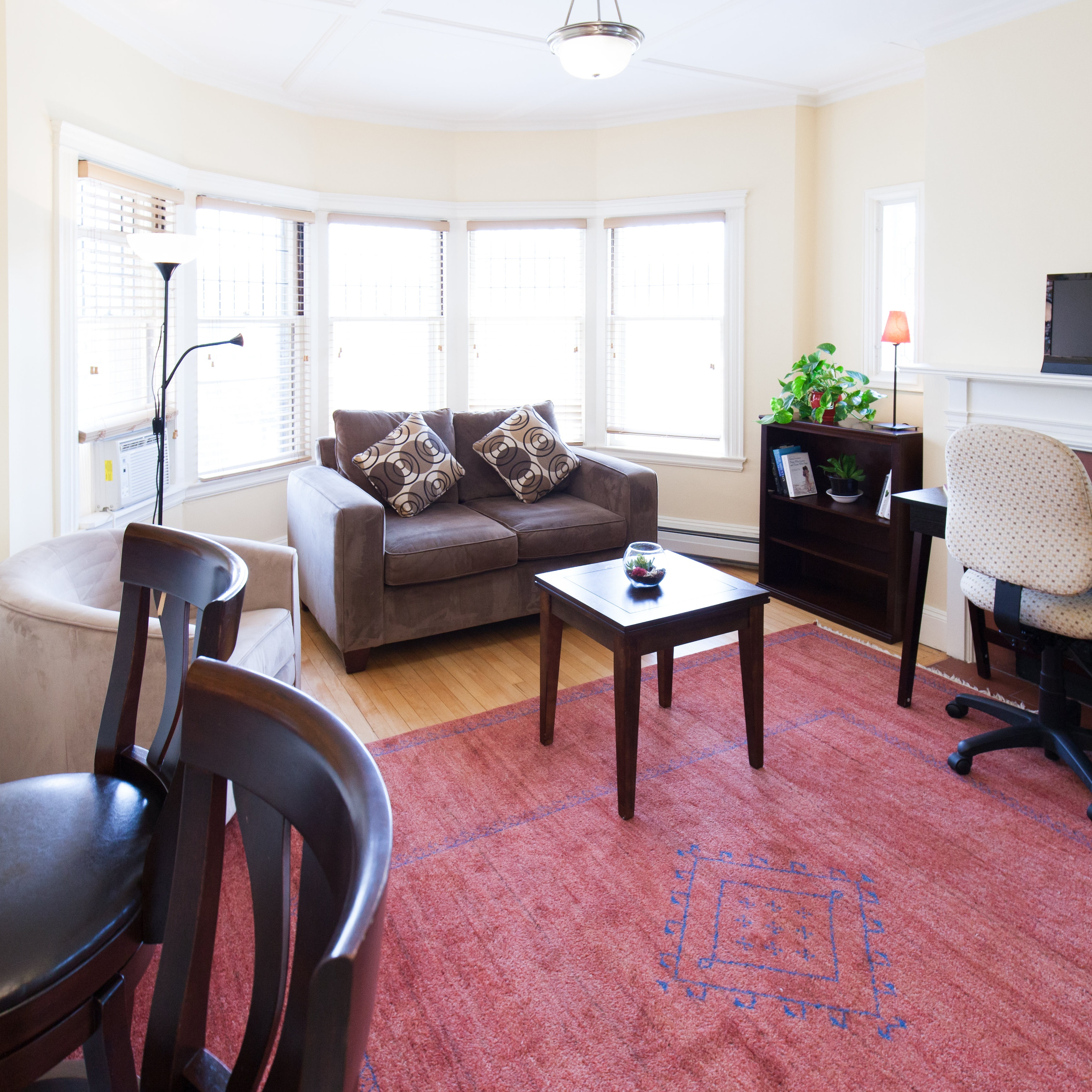 Living area of 83 Brattle Street studio apartment with alcove with furnishings