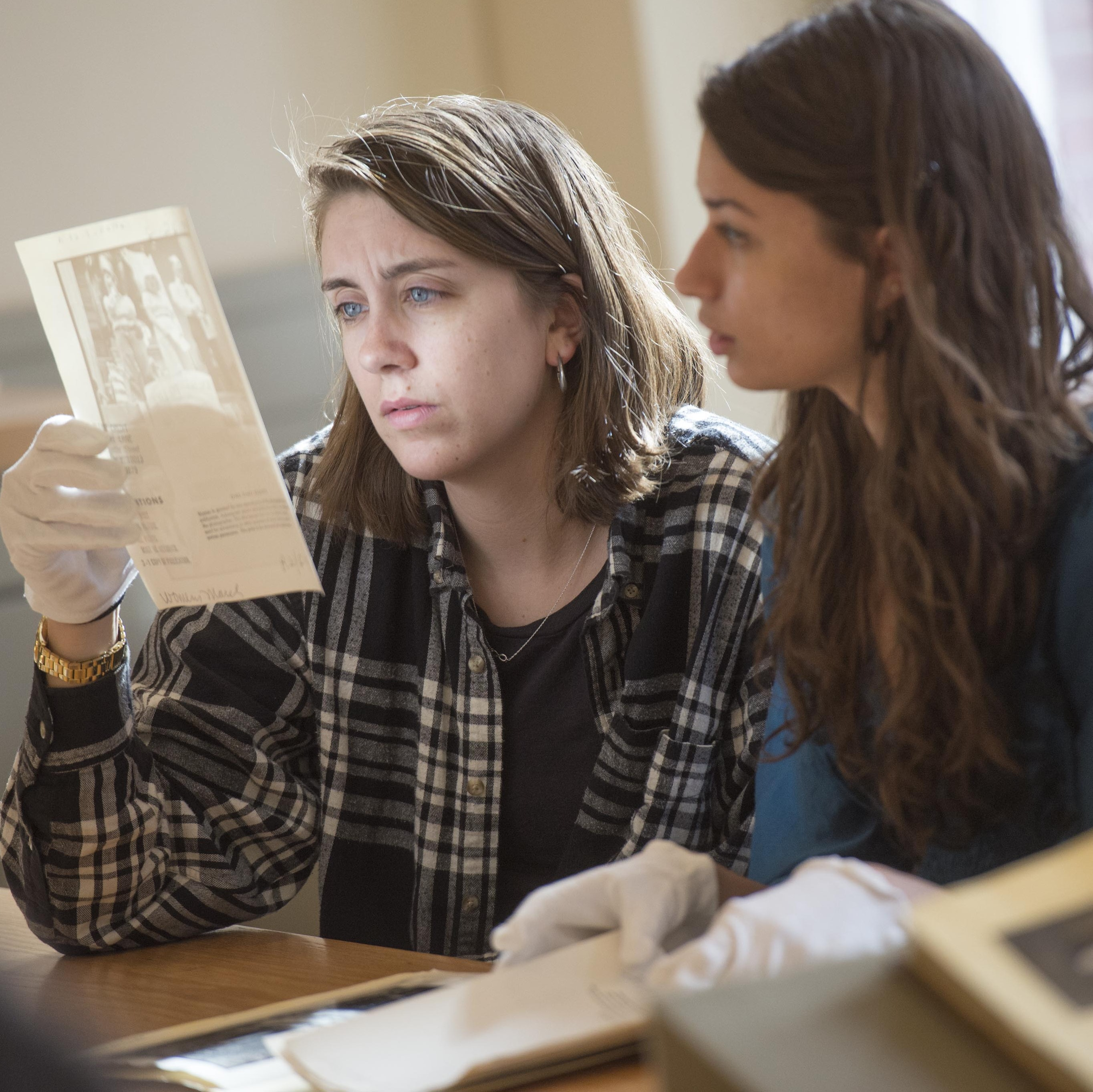 Students gazing at picture during a class taught by Laurel Thatcher Ulrich